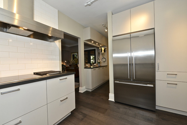 21 Dale Avenue Toronto Unit 732 Three Bedroom Rosedale Condos Co-ops Kitchen