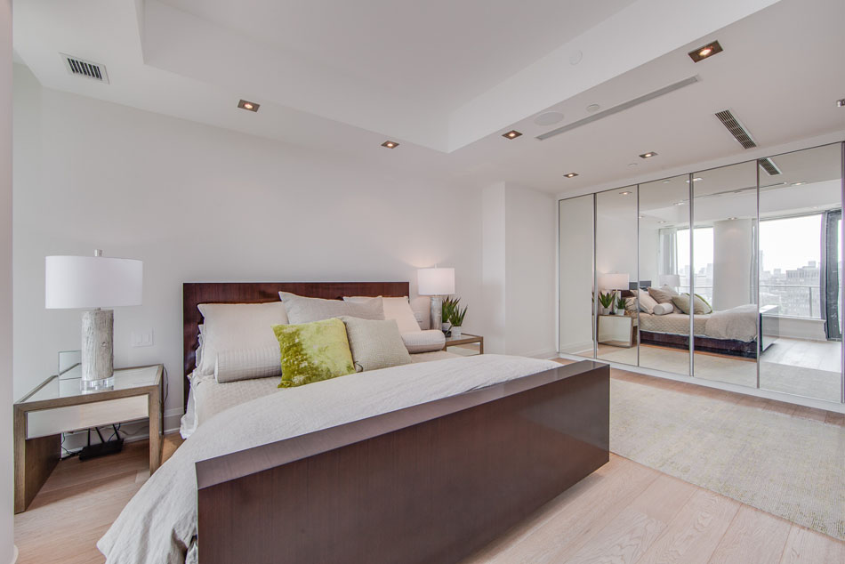 Master Bedroom Yorkville Luxury Condos Toronto 77 Charles St West Unit 1402