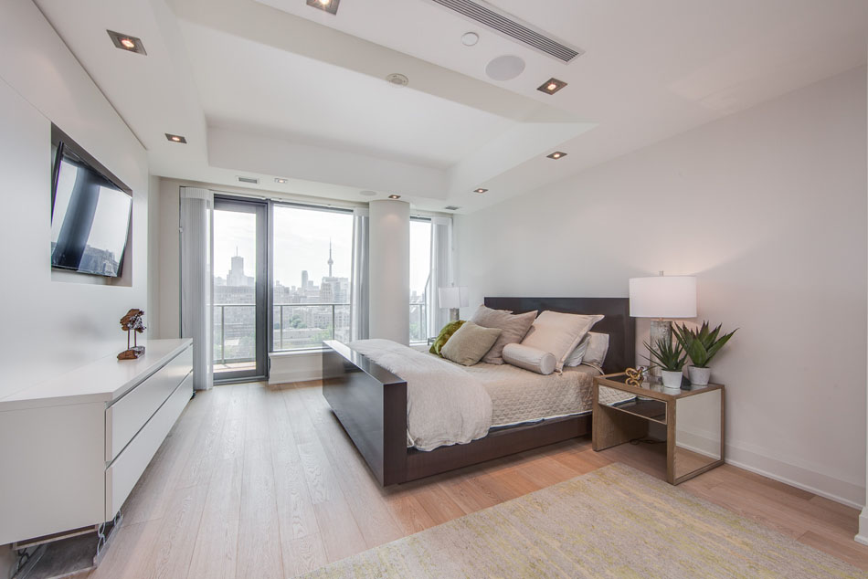 Yorkville Luxury Condos 77 Charles St West Toronto Suite 1402 Master Bedroom